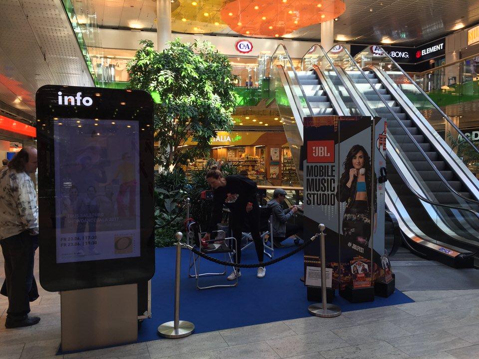 Aktionsstand JBL Mobile Music Studio in Einkaufszentrum