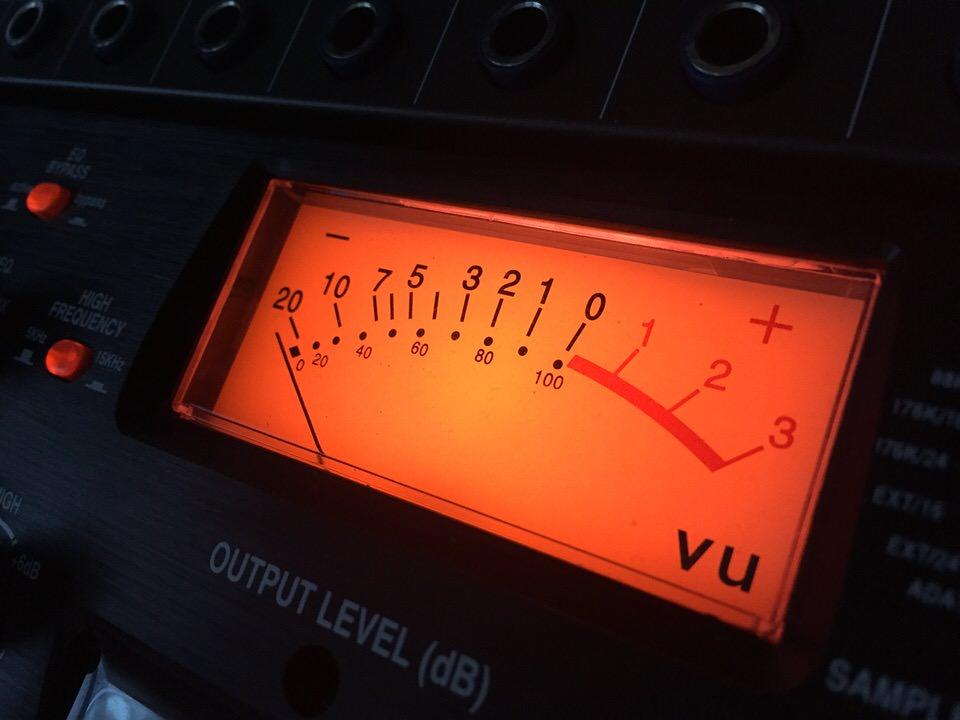 Nahaufnahme VU-Meter Anzeige