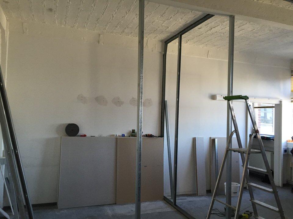Blick auf das Ständerwerk für den noch zu bauenden Büroraum